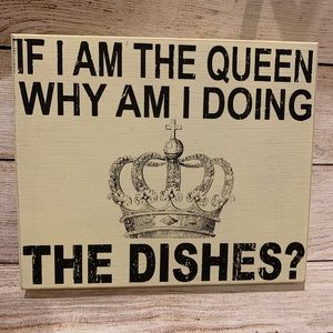 Queen Dishes Wood Wall Decor